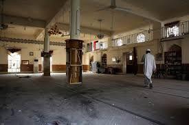 At least 30 killed in Shi'ite militia attack on Sunni mosque