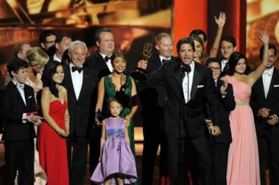 """Breaking Bad"" and ""Modern Family"" win Emmy Awards VIDEO"