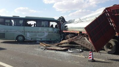 13 die as bus and truck collide in China