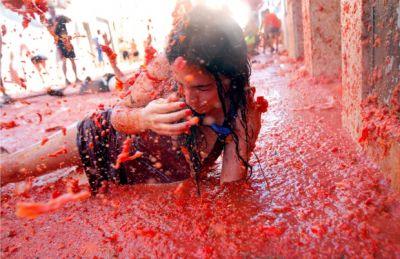 La Tomatina festival PHOTO