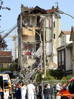 Paris flats collapse, 7 died