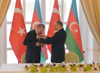 President Ilham Aliyev presented the Heydar Aliyev Order to Recep Tayyip Erdogan  PHOTO