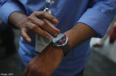 Motorola puts smartwatch on sale, upgrades phones