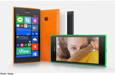 Microsoft launches 'selfie smartphone' Lumia