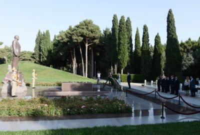 Serbian Deputy PM pays respect to national leader Heydar Aliyev and Azerbaijani heroes