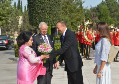 A dinner reception was hosted on behalf of Azerbaijani President and his wife in honor of Malaysian PM and his wife
