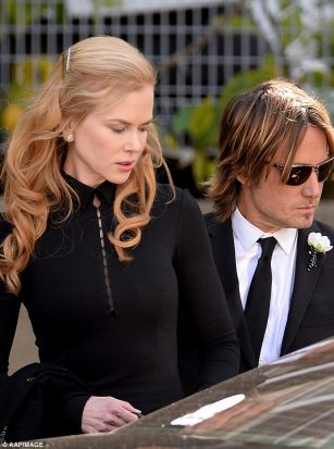 Nicole Kidman broke down in tears  PHOTO