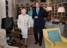 Cameron to apologise to queen over purring gaffe