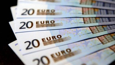 French debt passes two trillion euro mark for first time