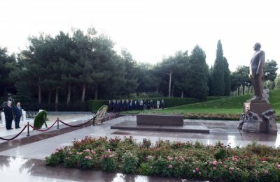 Participants of ECO member countries pay respect to the National Leader Heydar Aliyev and Azerbaijani heroes
