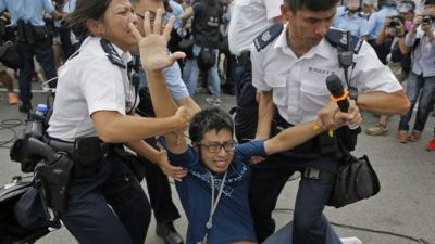 Fights break out between Hong Kong protesters