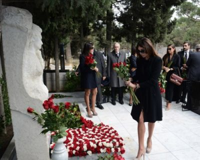 Mehriban Aliyeva pays respect to outstanding Orientalist Aida Imanguliyeva  PHOTO