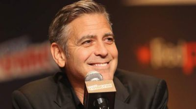Clooney apologises for Batman movie