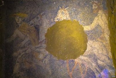 Greece archaeologists uncover Amphipolis floor mosaic