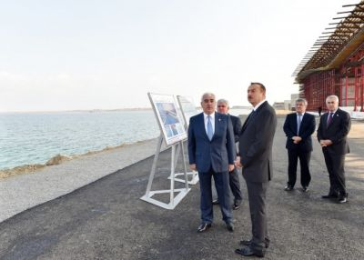 President Ilham Aliyev reviewed the progress of construction at a bridge