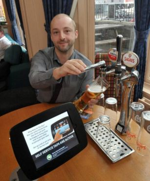 Britain's first iPub cuts bar