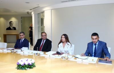 Mehriban Aliyeva met Hungarian Minister of Foreign Affairs and Trade