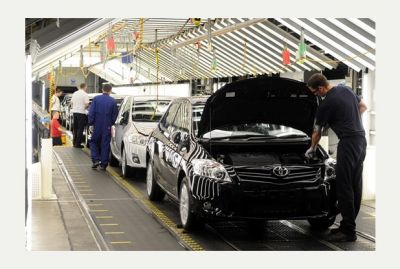 Toyota forecasts second year of record profit on Yen Boon