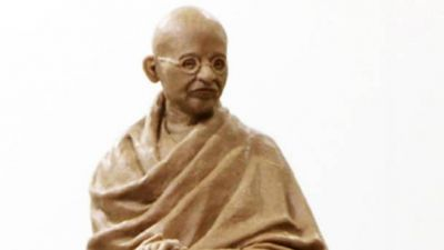 A statue of Gandhi is to be erected outside the Houses of Parliament in London