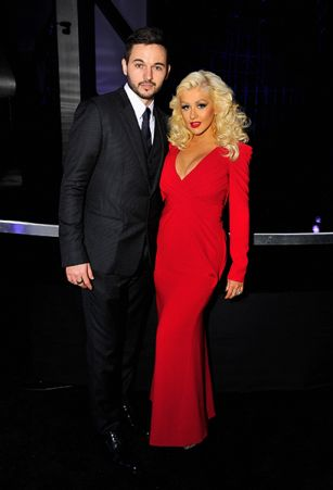Aguilera smoulders in first post-baby appearance