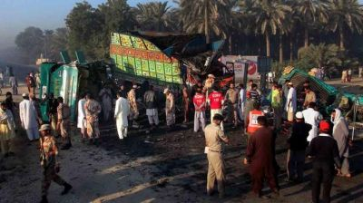 Road accident in south Pakistan kills 58