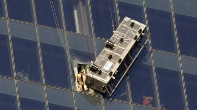 Window cleaners rescued at World Trade Center