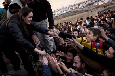 Angelina Jolie meets ISIS victims at refugee camp in northern Iraq PHOTO