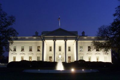 White House 'locked down' after drone flies into grounds