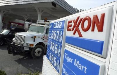 Exxon cuts share buybacks