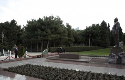 Arkady Dvorkovich pays respect to national leader Heydar Aliyev and Azerbaijani heroes