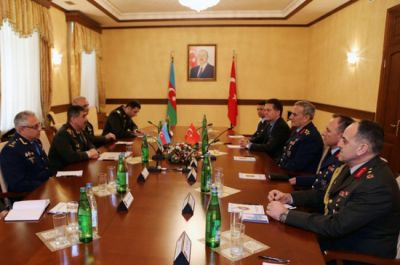 Defense Minister receives Commander of the Turkish Air Force