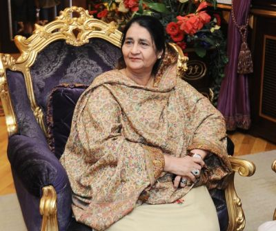 Pakistani First Lady visits carpet gallery