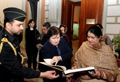 The First Lady Begum Sahiba visits Museum   PHOTO