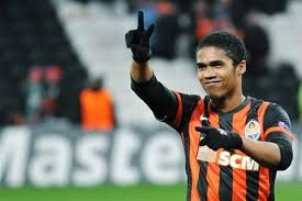 Chelsea agrees to sign Douglas Costa