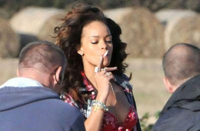 Female celebrities who smoke  PHOTO