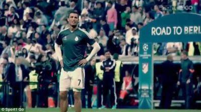 Ronaldo gives shirt to fan  PHOTO