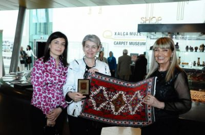 Irina Bokova visits Carpet Museum