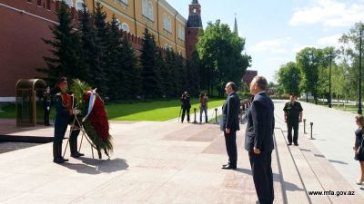 Elmar Mammadyarov paid a visit to the memorial of an unknown soldier