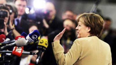 """""""Forbes"""": Angela Merkel liderdir"""