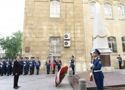 President Ilham Aliyev visited a monument to ADR PHOTO