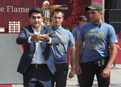 Siyezen wellcomes Baku 2015 flame