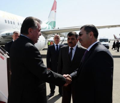 Tajik President arrives in Azerbaijan
