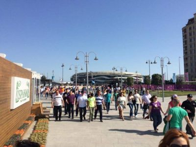 Thousands of people flowing into the Olympic stadium