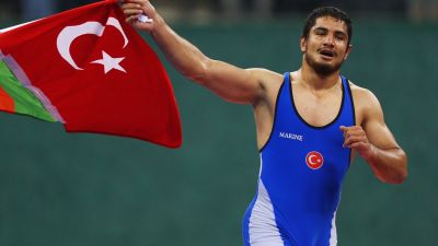Akgul flies the flags as Russia sign off with a treble