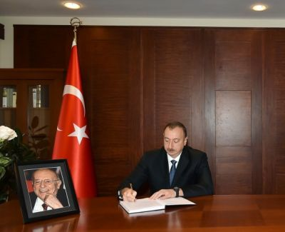 Azerbaijani President visited the Embassy of Turkey to offer condolences over the death of Suleyman Demirel