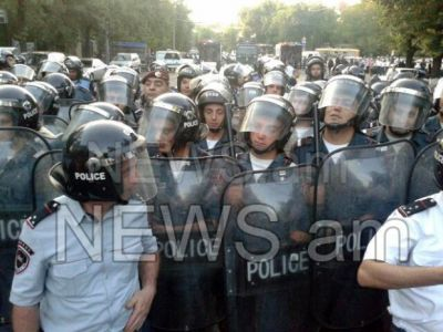 Protests in Armenia: Police threaten protesters to use force  PHOTO