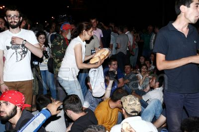 Mess being increased in Armenia: People from provinces join protesters