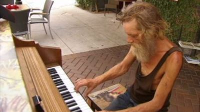 Homeless piano man draws raves playing Bach