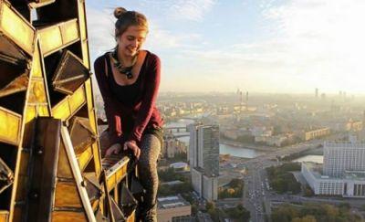 В Москве девушка разбилась, упав с моста во время селфи