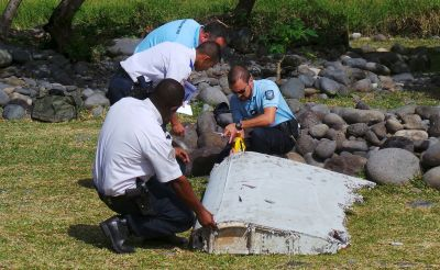 Large piece of plane debris discovered in Indian Ocean